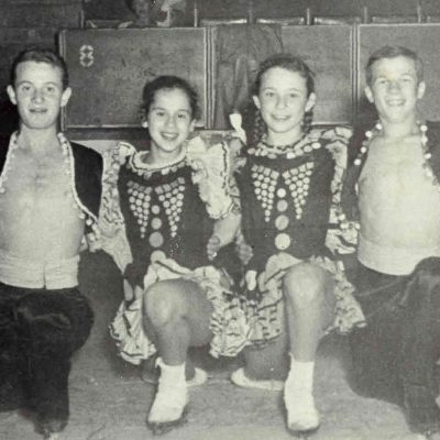 evelyn_kramer_group_skating_photo